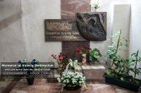 Le mémorial pour Valery Khodemchuk, enterré en dessous des ruines du réacteur